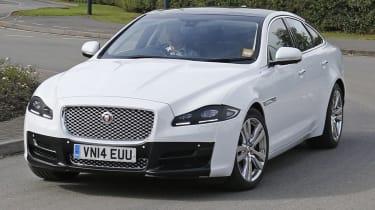 Jaguar XJ在没有伪装的情况下在开放中看到的平移