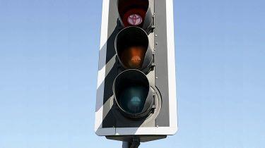 交通灯保持红色的时间更长