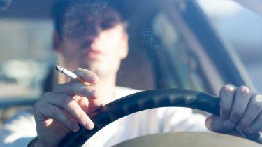 在您的汽车中吸烟可以敲打2,000英镑的价值