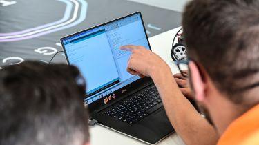 JLR说,无人驾驶汽车将需要十亿行代码。