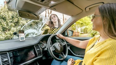 Skoda父母出租车应用程序让孩子们用家务支付票价