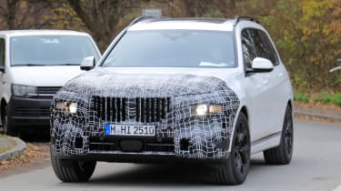 Facelifted BMW X7 Spied Testing